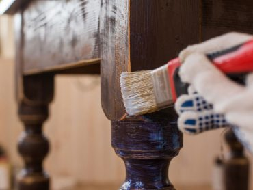 covering-varnish-old-wooden-table